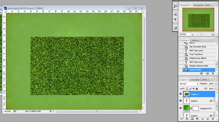 5. posisikan grass di atas layer teks.PNG